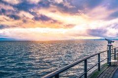 Obuoczny na jeziornym brzeg przy zmierzchem Obraz Stock