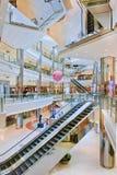 Obver o interior luxuoso superior, shopping, Shanghai, China Foto de Stock Royalty Free