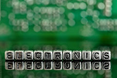 Obwód deska z słowo elektronika na koralikach obrazy stock