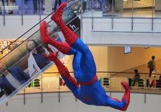 Obwieszenia Spider-Man figurka wystawiająca przy Bangkok centrum handlowym Zdjęcia Stock
