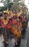 obyczajowa odzież przy karnawałową paradą upamiętnia dzień niepodległości Indonesia w 2017 Obrazy Royalty Free