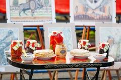 Obywatel rozdaje wschodnie słowianki Gomel, Białoruś obrazy stock