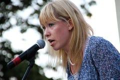 Obywatelski aktywista Maria Baronova wspiera więźniów politycznych na spotkaniu obraz stock