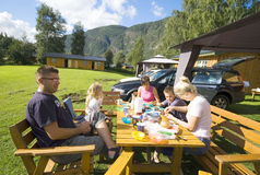 obóz rodzinny posiłek Zdjęcia Royalty Free