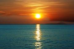 océan au-dessus de coucher du soleil Images stock