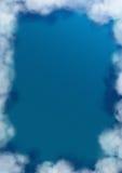 Océan avec le cadre nuageux photos stock