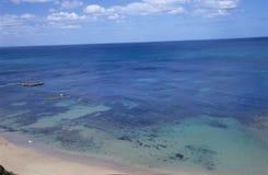 Océan avec le récif coralien Photographie stock libre de droits