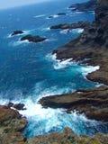 Océan bleu vert avec le rivage du Japon Image libre de droits