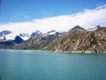 Océan d'Alaska de montagnes de ciel Images libres de droits