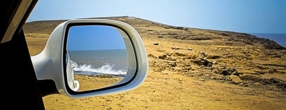 Océan dans le miroir - bord de mer exotique Photo stock