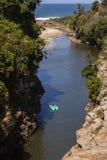 Océan de lagune de falaises de ravin Photographie stock libre de droits