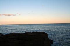 Océan de Maine avec la lune photos libres de droits