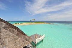 Océan de turquoise des Maldives images stock