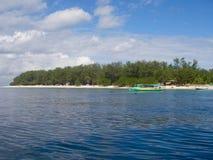 Océan de turquoise et plage de paradisiaque photos stock