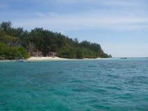 Océan de turquoise et plage de paradisiaque photo stock