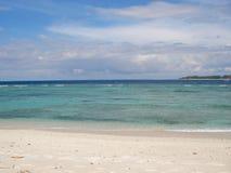 Océan de turquoise et plage de paradisiaque image libre de droits
