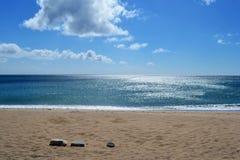 Océan en pierre ensoleillé de mer de plage de Taïwan Images stock