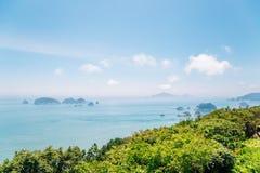 Océan et île bleus de plate-forme d'observation de Yeocha Hongpo dedans Photographie stock