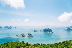 Océan et île bleus de plate-forme d'observation de Yeocha Hongpo dedans Image stock