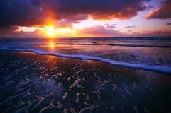 Océan et coucher du soleil image libre de droits