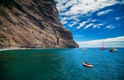 Océan et falaises chez Playa de Masca Images stock