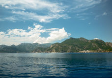 Océan et montagnes Photo stock