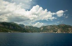 Océan et montagnes Photos libres de droits