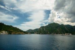 Océan et montagnes Photographie stock
