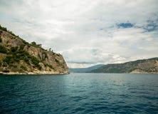 Océan et montagnes Photos stock