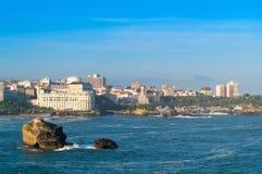 Océan et ville Photographie stock libre de droits