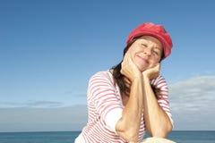 Océan heureux de femme aîné élégant Photographie stock