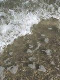 Océan lavant sur la plage photographie stock libre de droits