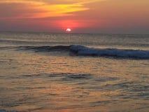 Océano Atlántico en el amanecer fotos de archivo libres de regalías