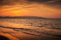 Océano Atlántico, puesta del sol roja Tánger, Marruecos Imagen de archivo libre de regalías