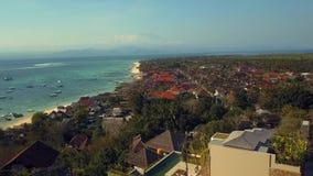 Océano azul hermoso en Bali Indonesia almacen de video