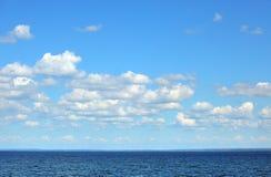 Océano azul profundo imagenes de archivo