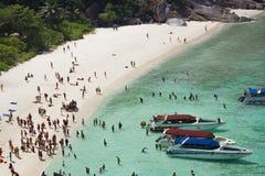 Océano caliente y claro en la isla de Similan, Tailandia Foto de archivo libre de regalías