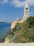Océano de Coratia, iglesia agradable foto de archivo libre de regalías