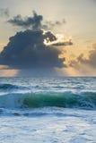 Océano de la mañana Fotos de archivo libres de regalías