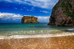 océano de la playa del paisaje en Asturias, España Foto de archivo libre de regalías
