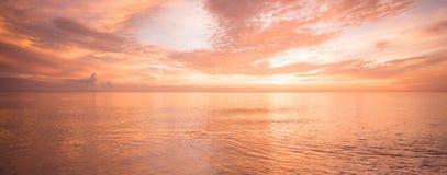 Océano de oro Fotos de archivo libres de regalías