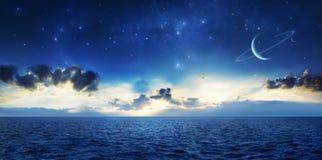 Océano de un planeta extranjero Fotos de archivo libres de regalías