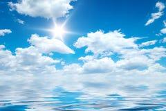 Océano del cielo azul fotos de archivo libres de regalías