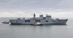 Océano del HMS que vuelve a Plymouth Imagenes de archivo