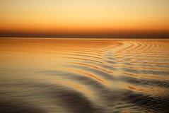 Océano del oro en la puesta del sol Fotografía de archivo