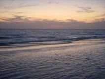 Océano después de la puesta del sol Fotos de archivo libres de regalías