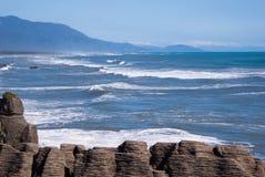 Océano en el lado oeste de la isla del sur Imagen de archivo libre de regalías