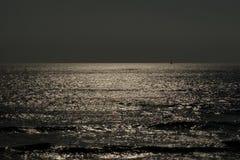 Océano en la oscuridad Fotos de archivo