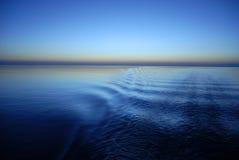 Océano en la puesta del sol Foto de archivo
