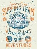 Océano Pacífico de Hawaii del equipo del niño que practica surf Imagen de archivo